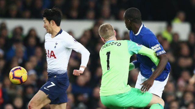 Hajar Everton, Spurs Tempel Liverpool dan City